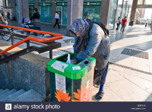 homeless-railway-central-station-stazione-centrale-milan-italy-bgp1jg